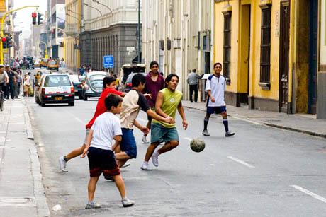 http://files.leagueathletics.com/Images/Club/4445/street-soccer-peru-style1.jpg